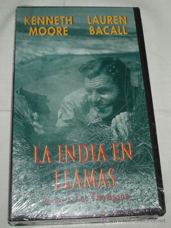 VHS LA INDIA EN LLAMAS KENNETH MOORE Y LAUREN BACALL (Cine - Películas - VHS)