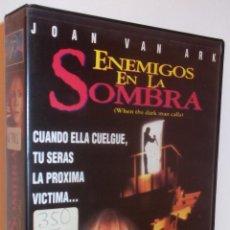 Cine: ENEMIGOS EN LA SOMBRA VHS - THRILLER DE SERIE B UNICO EN TODOCOLECCION ¡¡REBAJADA UN 50%!!. Lote 43298386