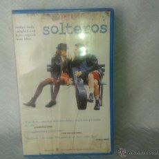 Cine: CINTA VHS- SOLTEROS-BIEN DE VISIONADO-. Lote 45137250
