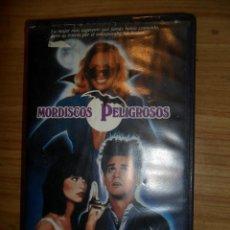 Cine: MORDISCOS PELIGROSOS (1985) VHS - JIM CARREY - VAMPIROS. Lote 49255938