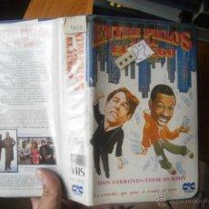 Cine: ENTRE PILLOS ANDA EL JUEGO -VHS. Lote 49334481