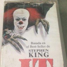 Cine: 'IT (ESO)', DE STEPHEN KING. CLÁSICO DEL TERROR, LA DEL PAYASO ASESINO. VHS ORIGINAL.. Lote 100986336