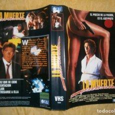 Cine: ((PELICULA-VHS))-LA MUERTE PASEA DESNUDA. Lote 67386721