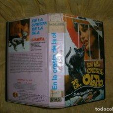 Cine: ((PELICULA-VHS))-EN LA CRESTA DE LA OLA (CARMIÑIA).. Lote 67448533