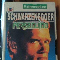 Cine: VHS PERSEGUIDO ARNOLD SCHWARZENEGGER. Lote 88663080