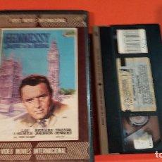 Cine: VHS - HENNESSY JAQUE A LA REINA - 1 EDICION VIDEO MOVIES - NUNCA DVD - AUD Y VID EXCEL - RAREZON . Lote 97539043