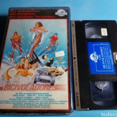 Cine: VHS -LOS BICIVOLADORES ,PELICULA JUVENIL AÑO 1988. Lote 113682827
