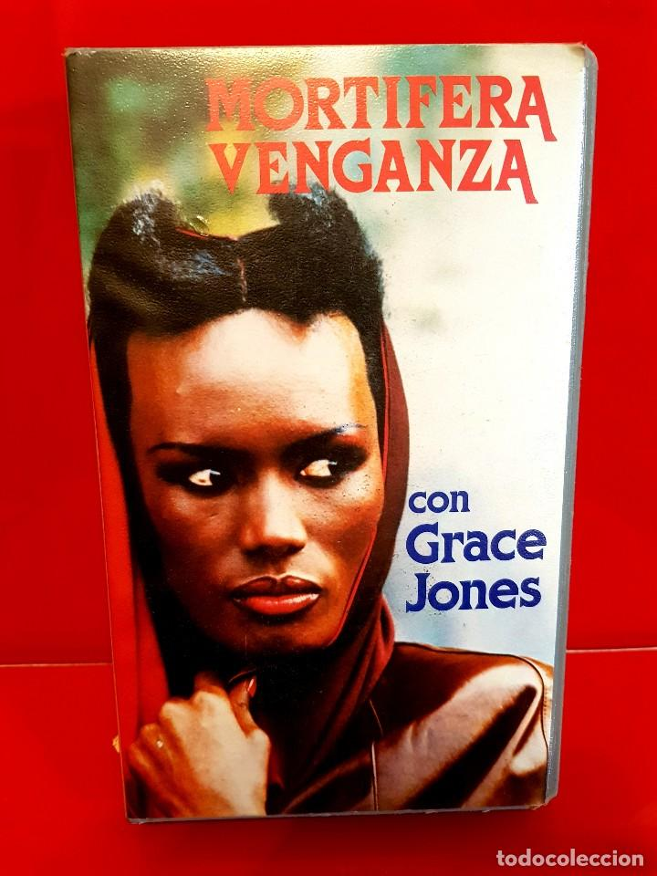 Mortifera Venganza Grace Jones Al Desnudo Vendido En Subasta