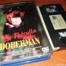 Cine: LA PATRULLA DE LOS DOBERMAN- VHS- DIR: FRANK DE FELITA. Lote 119307774
