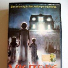 Cine: THE VISITORS • VHS (CAJA GRANDE). Lote 120114567