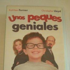 Cine: UNOS PEQUES GENIALES VHS. Lote 124433952