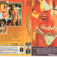 Cine: VHS - HARDBODIES CURVAS PELIGROSAS - TEEN MOVIE. Lote 125402503