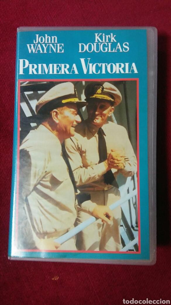 PRIMERA VICTORIA - JOHN WAYNE Y KIRK DOUGLAS (Cine - Películas - VHS)