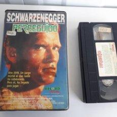 Cine: VHS PERSEGUIDO SCHWARZENEGGER RECORD PICTURES. Lote 144964865