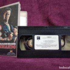 Cine: COMANDO EN VHS, ORIGINAL, CON CARÁTULA. Lote 148537006