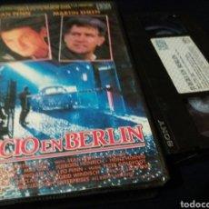 Cine: JUICIO EN BERLIN- VHS- 1988 SEAN PENN-. Lote 151900697