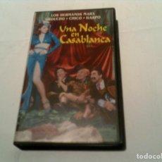 Cine: PELICULA DE LOS HERMANOS MARX UNA NOCHE EN CASABLANCA EN VIDEO. Lote 155415498