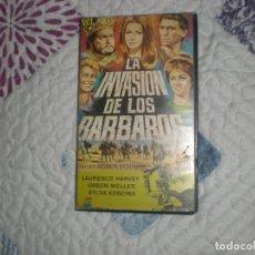 Cine: LA INVASIÓN DE LOS BÁRBAROS;VHS ROBER SIODMAK 1ª EDICIÓN;WELLES;KOSCINA. Lote 157036206