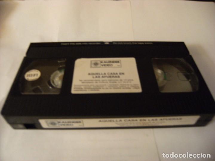 Cine: AQUELLA CASA EN LAS AFUERAS - EUGENIO MARTÍN - VHS - Foto 3 - 167722152