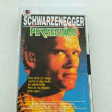 Cine: ARNOLD SCHWARZENEGGER - PERSEGUIDO (INTERVIÚ) VHS. Lote 169007540