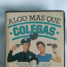 Cine: ALGO MÁS QUE COLEGAS VHS. Lote 170891492