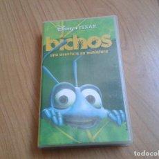 Cine: BICHOS, UNA AVENTURA EN MINIATURA -- WALT DISNEY -- PIXAR -- VHS ( CARÁTULA DE MONSTRUOS, S.A. ). Lote 171045204