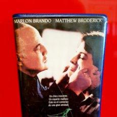Cine: EL NOVATO (1990) - MARLON BRANDO 1ª EDICIÓN VIDEOCLUB ESTUCHE GRANDE. Lote 173927002