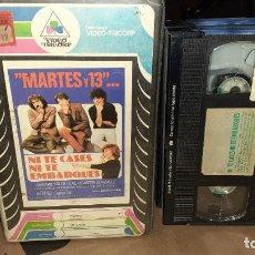 Cine: VHS NI TE CASES NI TE EMBARQUES - MARTES Y 13 (E5). Lote 184268435