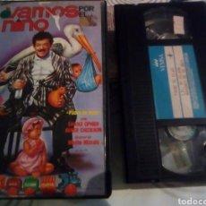 Cine: VAMOS A POR EL NIÑO- VHS. Lote 185607172