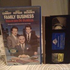 Cine: FAMILY BUSINESS NEGOCIOS DE FAMILIA SEAN CONNERY - VHS. Lote 194235715
