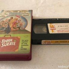 Cine: VHS ORIGINAL / UN TOQUE DE SUERTE. Lote 194345372