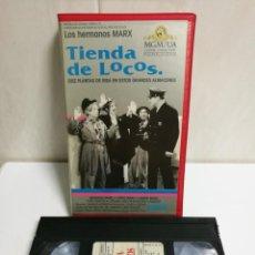 Cine: VHS TIENDA DE LOCOS HERMANOS MARX. Lote 194496560