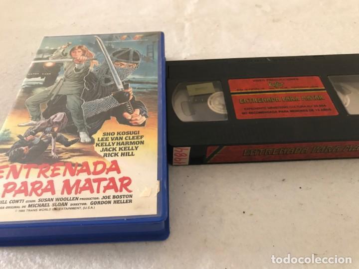 VHS ORIGINAL / ENTRENADA PARA MATAR (Cine - Películas - VHS)