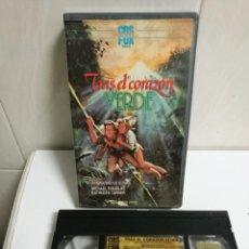 Cine: VHS TRAS EL CORAZÓN VERDE 1EDICIÓN. Lote 194622386
