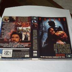 Cine: CARÁTULA VHS PEL. ATRAPADO POR SU PASADO. Lote 195192681