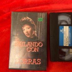 Cine: BAILANDO CON ZORRAS PELÍCULAS VHS X. Lote 195903532