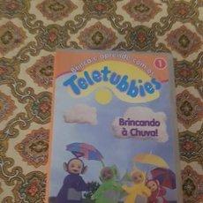 Cine: VHS TELETUBBIES JUGANDO BAJO LA LLUVIA. Lote 207142983