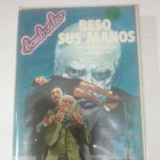 Cine: VHS BESO SUS MANOS ARTHUR KENNEDY JOHN SAXON DIRECTOR VITTORIO SCHIRALDI EV BOMBVIDEO POLICIACA. Lote 210426053