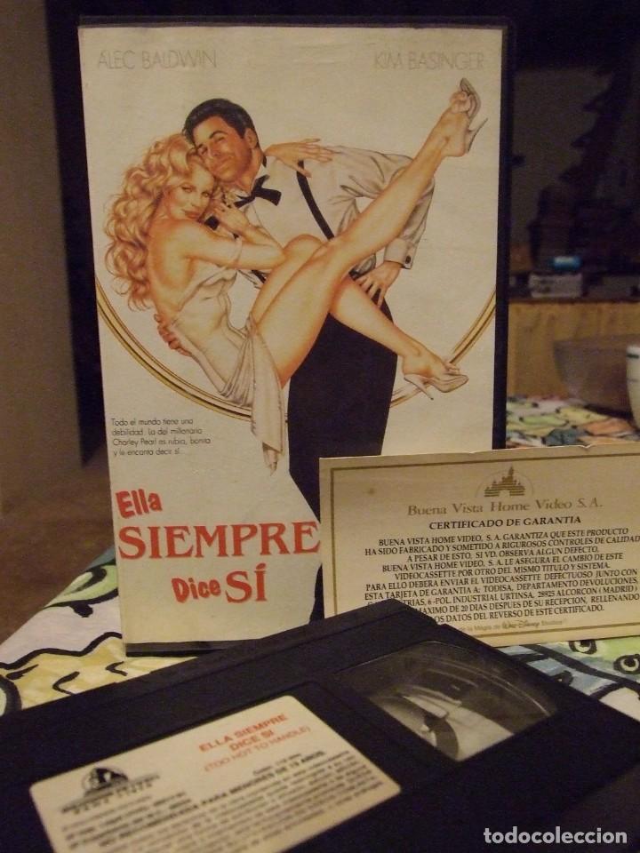 ELLA SIEMPRE DICE SI - JERRY REES - KIM BASSINGER , ALEC BALDWIN - TOO HOT TO HANDLE (Cine - Películas - VHS)