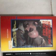 Cine: VHS NO ES BUENO QUE EL HOMBRE ESTE SOLO (EDICIÓN ESPECIAL). Lote 221806977