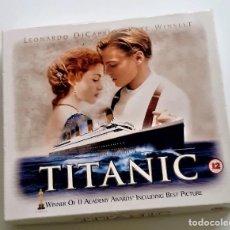 Cine: TITANIC CAJA SET CON PELECULA VHS + TARJETAS ARTISTICAS - 22X20X3.XM. Lote 221969800