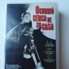 Cine: OCURRIÓ CERCA DE SU CASA CINE VHS. Lote 231331970