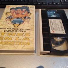 Cine: TRES EN LA CARRETERA - B.W.L. NORTON - CHARLIE SHEEN , KERRI GREEN - VIRGIN 1988. Lote 243927745