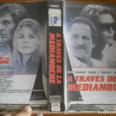 Cine: PELICULA VHS, ATRAVES DE LA MEDIANOCHE. Lote 257403275