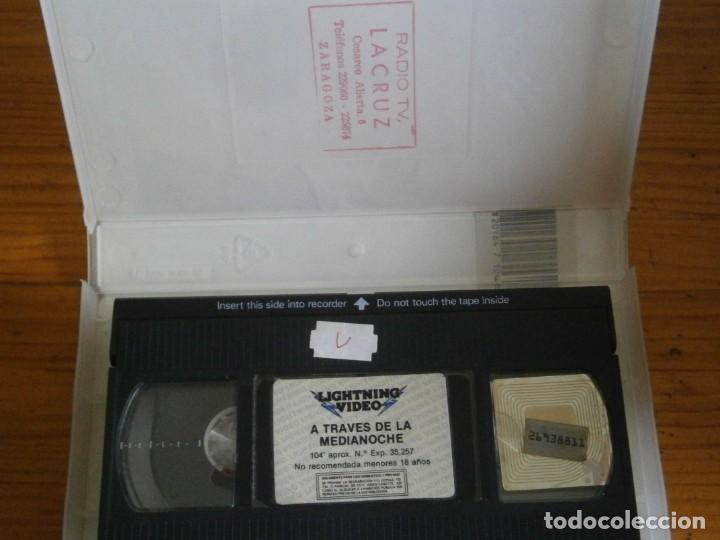 Cine: PELICULA VHS, ATRAVES DE LA MEDIANOCHE - Foto 2 - 257403275