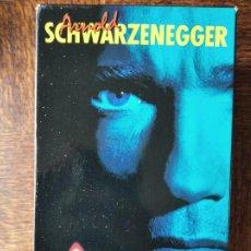 Cine: ARNOLD SCHWARZENEGGER EN ACCION -ESTUCHE 3 VHS: DESAFIO TOTAL, CONAN EL DESTRUCTOR, DANKO CALOR ROJO. Lote 258141670