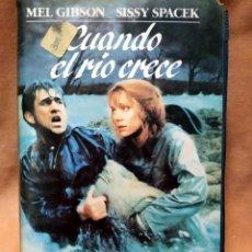 Cine: VHS - CUANDO EL RIO CRECE - MEL GIBSON, SISSY SPACEK - CAJA GRANDE. Lote 260498610