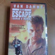 Cine: SIN ESCAPE (PRECINTADA SIN ABRIR) GANAR O MORIR VHS VAN DAMME. Lote 262339305