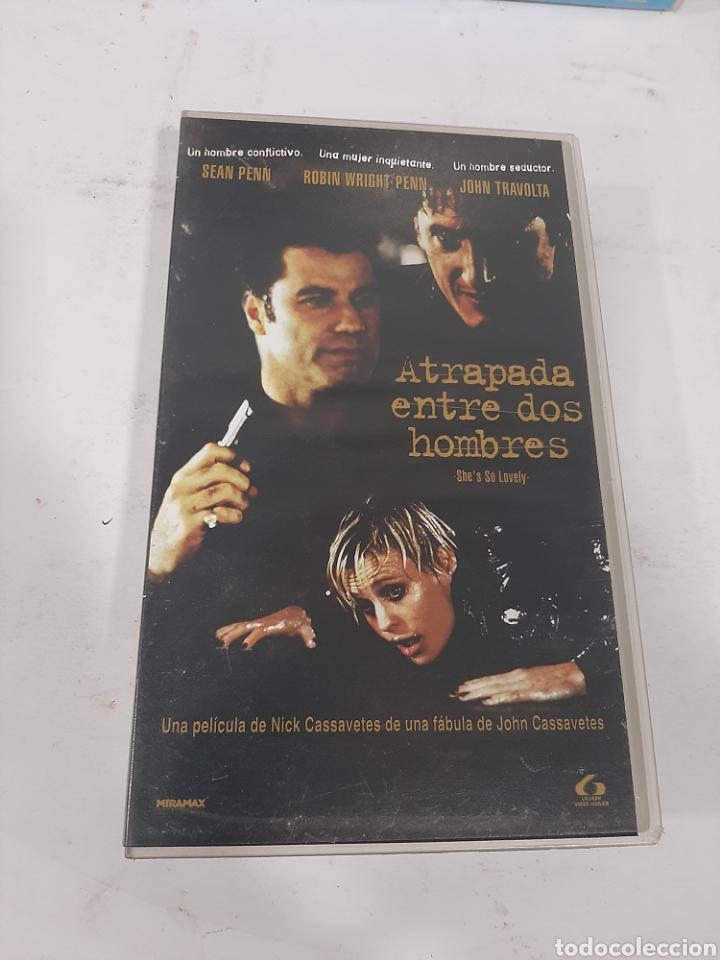 VHS - 311 ATRAPADA ENTRE DOS HOMBRES -VHS SEGUNDA MANO (Cine - Películas - VHS)