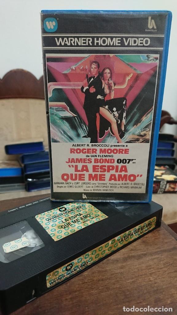 LA ESPIA QUE ME AMO JAMES BOND 007 - LEWIS GILBERT - ROGER MOORE , BARBARA BACH - WARNER 1984 (Cine - Películas - VHS)
